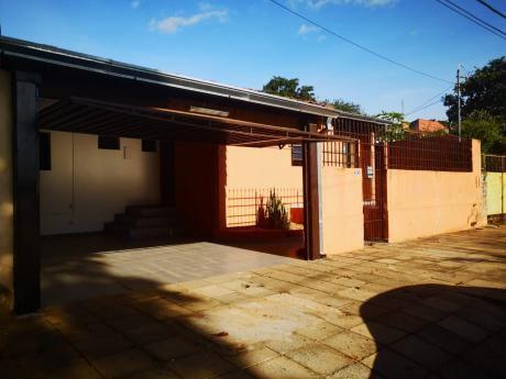 Alquilo Casa De 3 Dormitorios En Lambaré Barrio Valle Apua