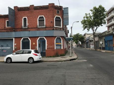 Venta Y Alquiler  De Local Comercial  En Zona Repuestera