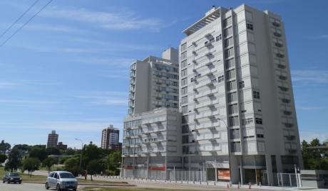 Apartamento En E-tower Malvin