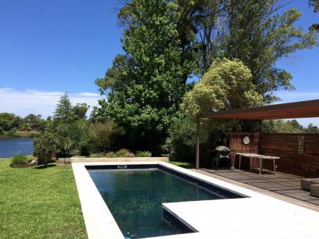 Casa En Venta En Parque Miramar Sobre El Lago Con Piscina 4 Dormitorios