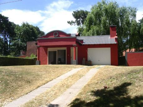 Casa  4 Dormitorios, 2 Baños, Cocina-comedor-living, Garaje,barbacoa