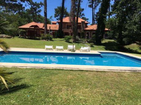 Preciosa Casa Para Vivir Todo El Año, 4 Dormitorios, Parque Con Piscina