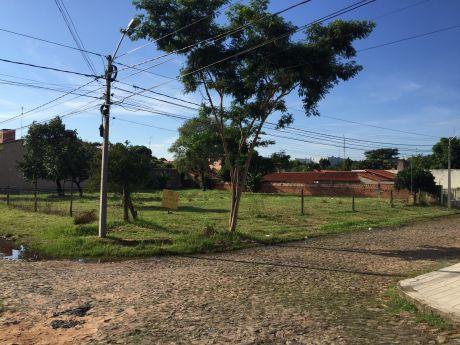 Terreno En Inmejorable Ubicacion - Zona Los Laureles