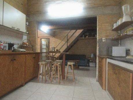 Se Vende Casa De 516 M2. En Lambaré, Zona Hipermercado El Pueblo (dpto. Central)