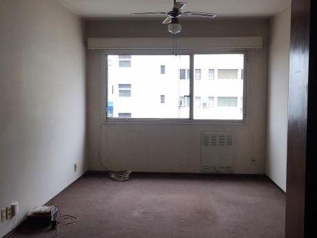 Apartamento En Rio Negro Y 18, 1 Dorm