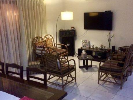 Tranquila & Bonita Casa Con Terreno De 242 M2. En Solo, $us 90.000.