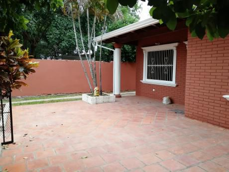 Alquilo Casa En Lambare - Barrio Mbachio