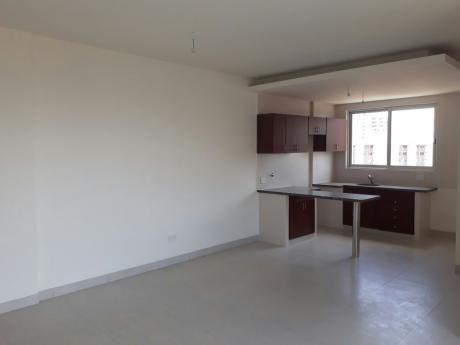 Departamento De 1 Dormitorio En Zona Sur Av Irala  En Venta En 70000$us