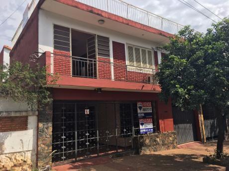 Se Vende Amplia Casa En El Barrio Tembetary