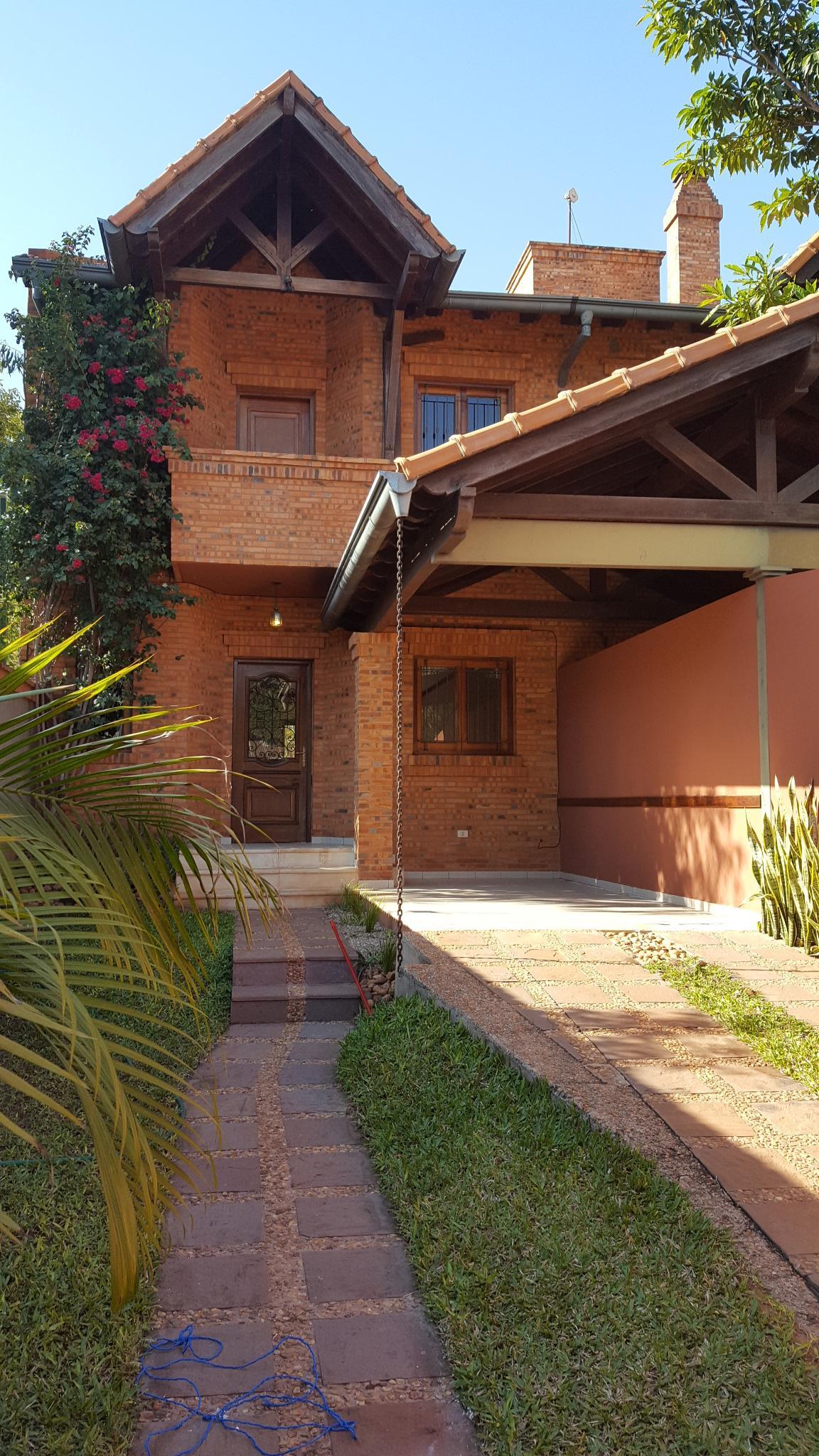 Alquilo Duplex de 3 Dormitorios Con Piscina en Mburucuya