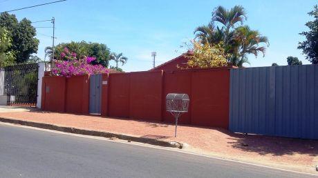 Tierra Inmobiliaria Vende- Casa Sobre Asfalto En Lambare! 15 Metros De Frente!