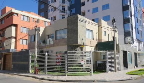Casa En Cochabamba, Centrica Con Vivienda Y Tiendas