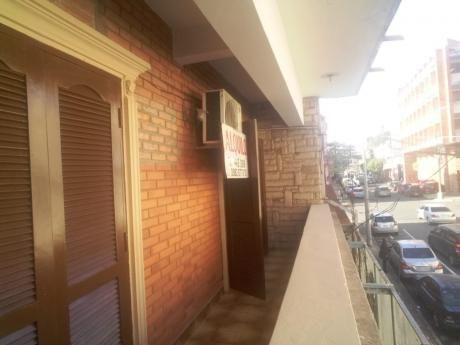 Alquilo Departamento Con Balcon A La Calle En El Centro De Asuncion