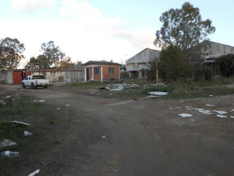 Gran Terreno De 3749 M2 Con Galpon Y Casa