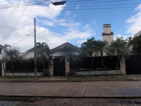 Casa En Alquiler, Barrio Equipetrol Entre 2do Y 3er Anillo.