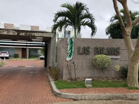 En Alquiler Preciosa Casa En Condominio Las Palmas.