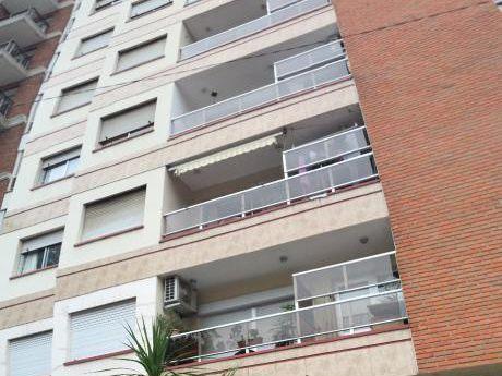 Apto 3 Dormitorios, 2 Baños, Gge, Vigilancia 24 Hs. Impecable