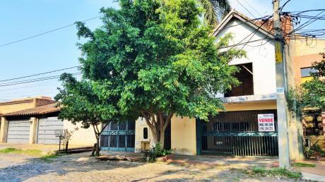 Vendo Residencia En B° Carmelitas, 468 M2 De Terreno, 530 M2 De Construcción.