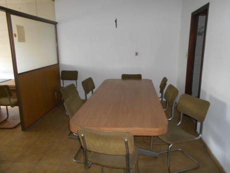 Oficina En Pleno Centro De Montevideo Al Frente