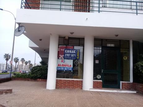 Local Comercial Esquina En Rambla Perú Y Barreiro