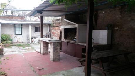 Casa En Venta  Sobre Bv Artigas 2 Dormitorios -  Acepta Banco
