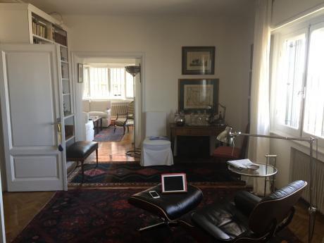 Alquiler Rambla Pocitos 3 Dormitorios Con Patio, Reciclado A Nuevo De Estilo.
