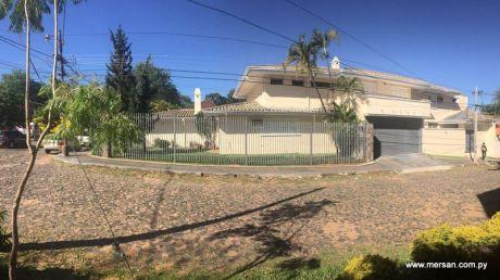 Gran Propiedad Con 5 Dormitorios En Barrio Mburucuya (397)