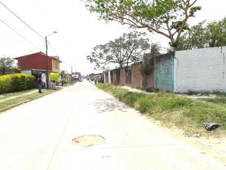 Zona Los Lotes En Esquina Vendo Lote  De  780 M2. Al Lado De Un Hospital.