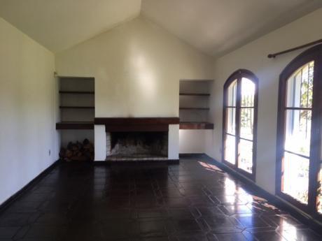 Casa 3 Dormitorios Y Servicio En Muy Buen Estado!