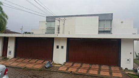 Casa En Venta En Urbari Con 3 Cuartos, 3 Baños $us 330.000 Equipada!