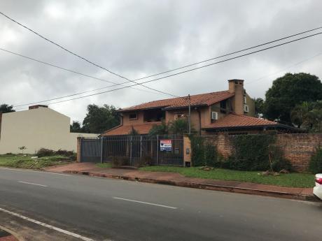 Amplia Residencia En Barrio Villa Adela, Luque