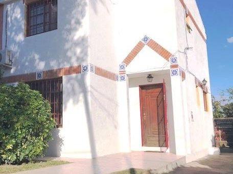 Preciosa Casa En Dos Plantas Próxima A Giannattasio!!