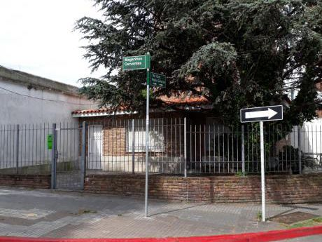 # Vivienda Y/o Empresa Frente A Montevideo Shopping. Esquina