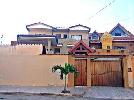 Casa De 14 Habitaciones - 3 Plantas - En Venta