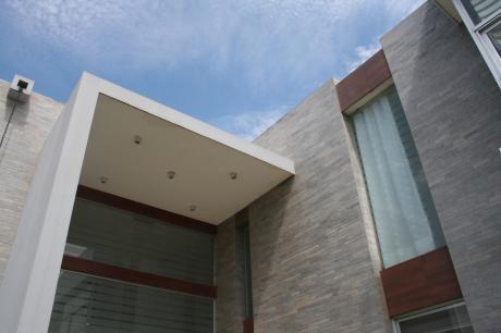 Casa Minimalista En Alquiler Condominio Las Brisas