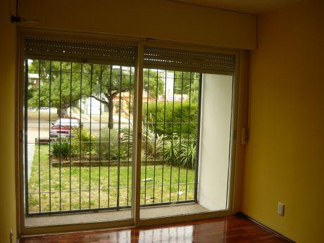 2 Dormitorios Al Fte, Entrada Indep, Rejas, Patio, Gastos Bajos, Luminoso.