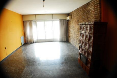 Apartamento 1er Piso Por Escalera Muy Amplio Sobre Bv.batlle Y Ordoñez