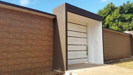Casa En Ciudad Del Este En Condominio A Estrenar