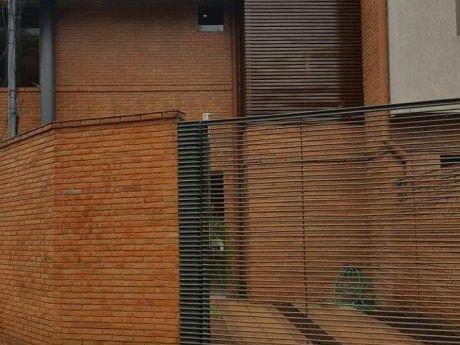 Alquilo Duplex En Esquina Barrio Mburucuya