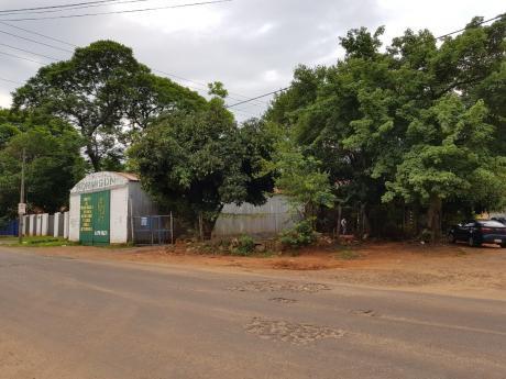 Vendo Terreno Con Deposito En Esquina