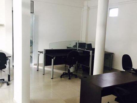 Atencion Empresas! Amplia Oficina Con Showroom Al Lado De Unifranz