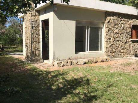 Casa De 1 Dormitorio Con Gran Fondo!