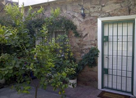 Aires Puros. Casa Con Dos Dormitorios , Garaje Y Apta Para Banco