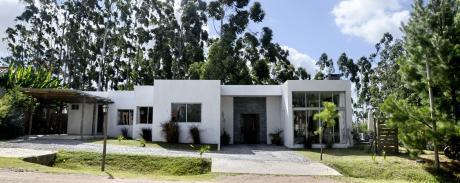 Excelente Casa En Barrio Privado, 3 Dormitorios Piscina Y Barbacoa.