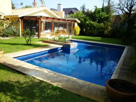 Casa En Carrasco Sur. 3 Dorm + Serv. Piscina. Barbacoa