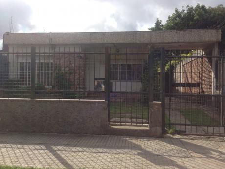 Juan Sebastán Elcano Prox. Dámaso A.larrañaga. Casa Y Apto.