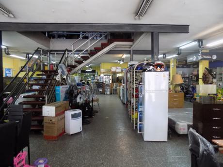 Vendo Amplio Y Funcional Local Comercial En Zona Prado Capurro - Millán Y Castro