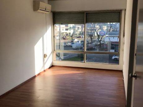 Apartamento 2 Dormitorios Blv. Artigas Y Av. Millán
