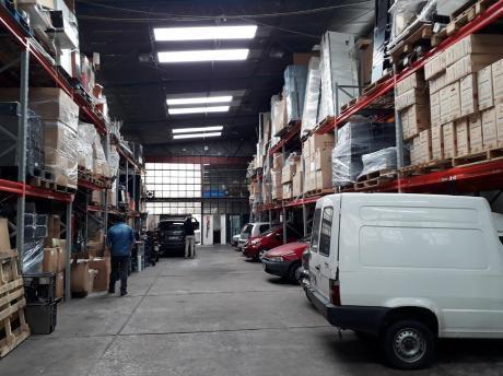 Deposito 350m2 Totales, Cocina Definida, Vestuarios, Oficina