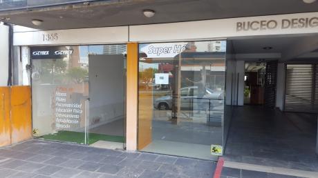Excelente Local Comercia A Pasos De Montevideo Shopping Center